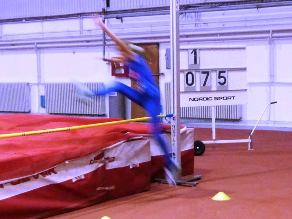 Skok u vis u atletskoj dvorani u Novom Sadu